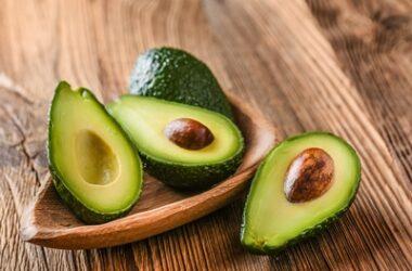 does avocado kill parrots?